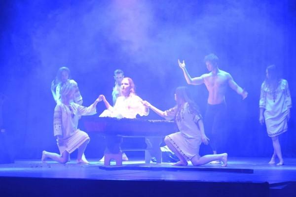 האקדמיה לאמנויות הבמה של דים אמור כובשת את העולם
